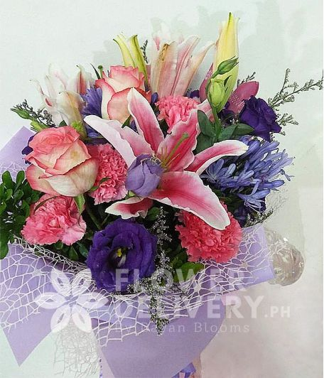 Elegant Bouquet of Pink and Lavender Flowers