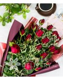 Gorgeous 18 Stems Red Roses